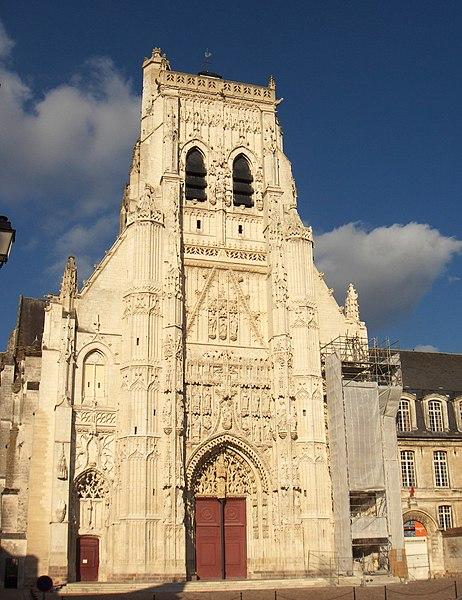 Photo du Monument Historique Ancienne abbaye situé à Saint-Riquier