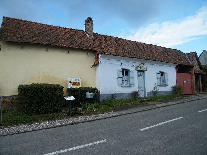 Photo du Monument Historique Presbytère situé à Domqueur