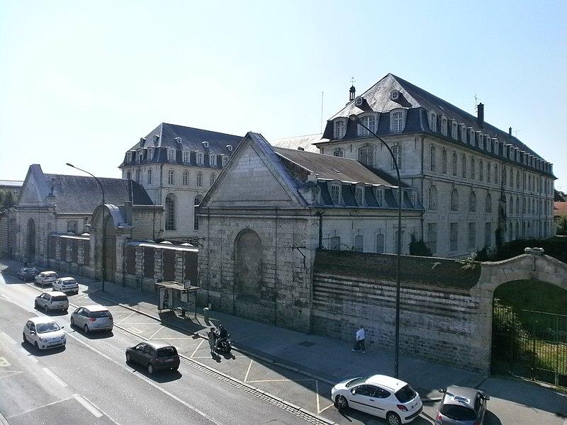 Photo du Monument Historique Ancien grand séminaire situé à Amiens