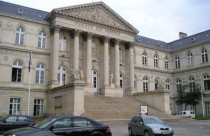 Photo du Monument Historique Palais de Justice situé à Amiens
