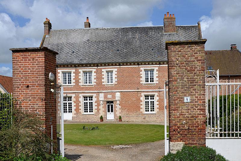 Photo du Monument Historique Manoir de l'Heure situé à Caours
