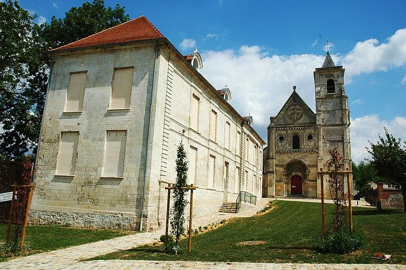 Photo du Monument Historique Ancienne maison abbatiale situé à Berteaucourt-les-Dames