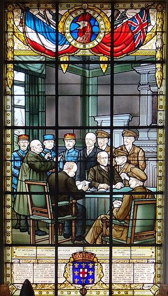Photo du Monument Historique Salle du Commandement unique en l'hôtel de ville situé à Doullens