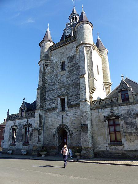 Photo du Monument Historique Bâtiments adjacents au beffroi situé à Rue