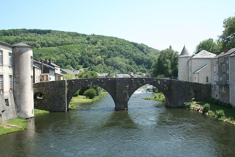 Photo du Monument Historique Vieux pont sur l'Agout situé à Brassac