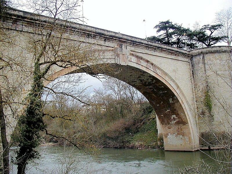 Photo du Monument Historique Pont sur l'Agout situé à Lavaur