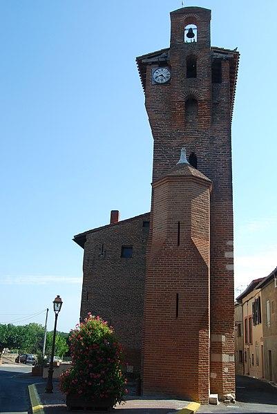Photo du Monument Historique Porte de ville dite Tour de l'Horloge situé à Lescure-d'Albigeois