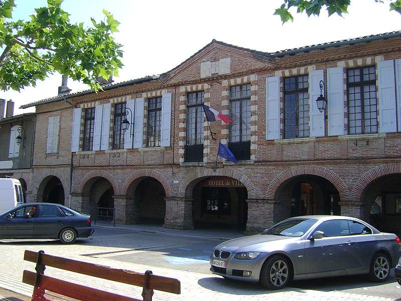 Photo du Monument Historique Ancien hôtel de Boisset-Glassac, actuellement mairie situé à Lisle-sur-Tarn