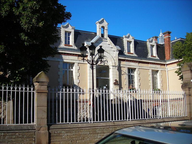 Photo du Monument Historique Ancienne clinique Sainte-Barbe situé à Carmaux