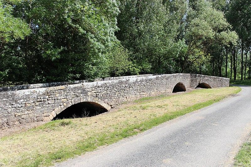 Photo du Monument Historique Ancien pont de Laval situé à Puycelci