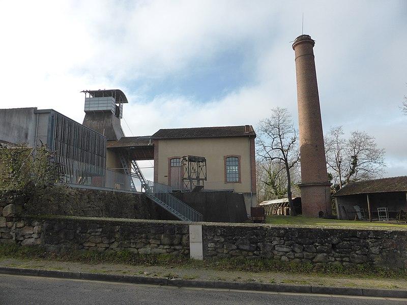 Photo du Monument Historique Puits de mine de charbon de Campgrand, actuellement musée de la mine situé à Cagnac-les-Mines