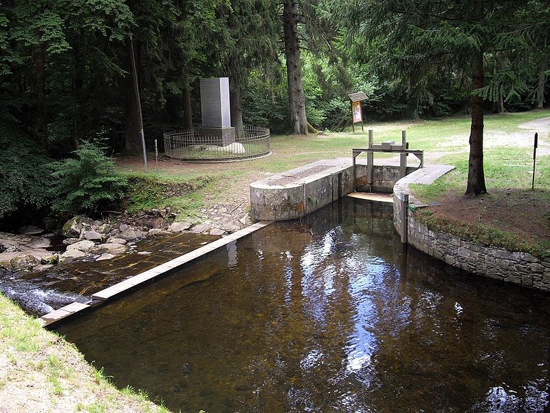 Photo du Monument Historique Canal du Midi : prise d'eau d'Alzau situé à Arfons