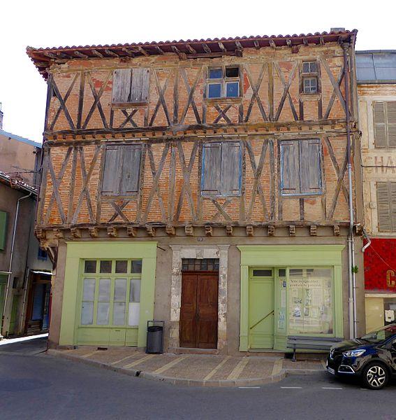 Photo du Monument Historique Demeure dite Hostellerie du Lyon d'Or ou Maison du tondeur du chien situé à Graulhet