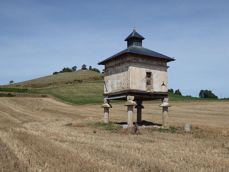 Photo du Monument Historique Pigeonnier du Colombier situé à Saint-Germain-des-Prés