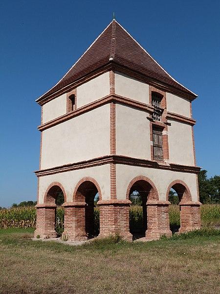 Photo du Monument Historique Pigeonnier du château de Lastours situé à Lisle-sur-Tarn