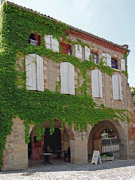 Photo du Monument Historique Immeuble Desbordes situé à Auvillar