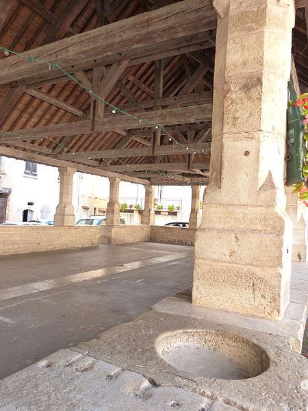 Photo du Monument Historique Halles situé à Caylus