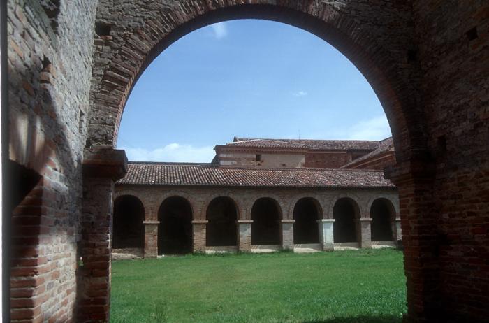 Photo du Monument Historique Ancienne abbaye de Belleperche situé à Cordes-Tolosannes