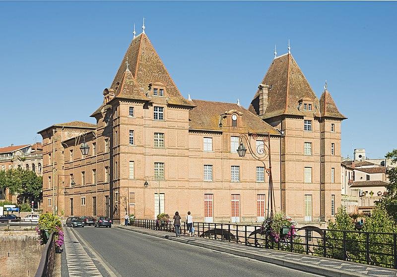 Photo du Monument Historique Ancien palais épiscopal, ancien Hôtel de ville, actuellement musée Ingres situé à Montauban