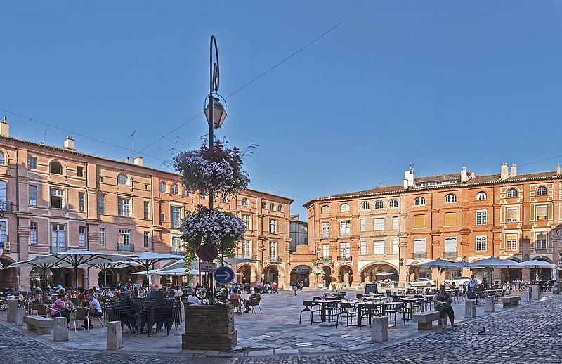 Photo du Monument Historique Place Nationale situé à Montauban