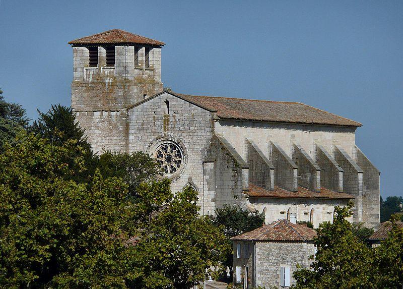 Photo du Monument Historique Collégiale Saint-Martin et maisons adossées à son chevet situé à Montpezat-de-Quercy