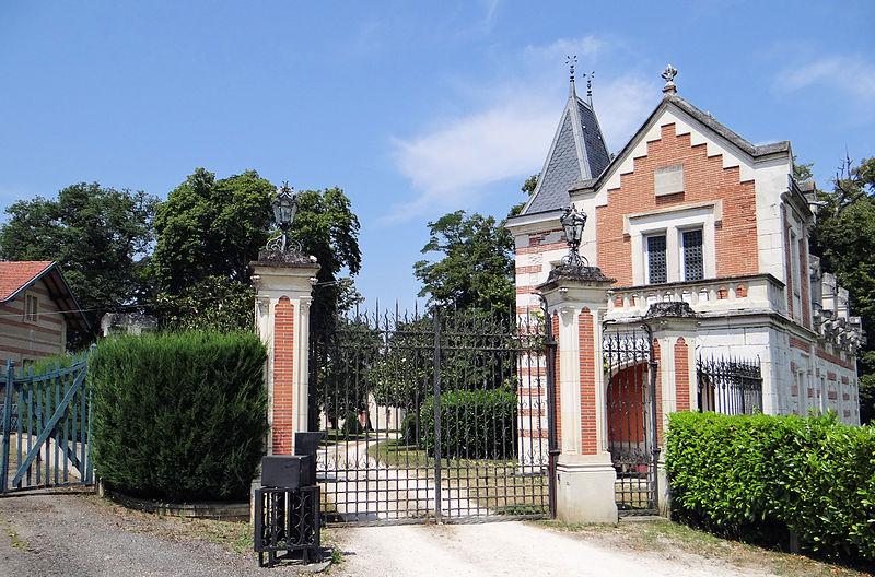 Photo du Monument Historique Château Saint-Roch situé à Le Pin