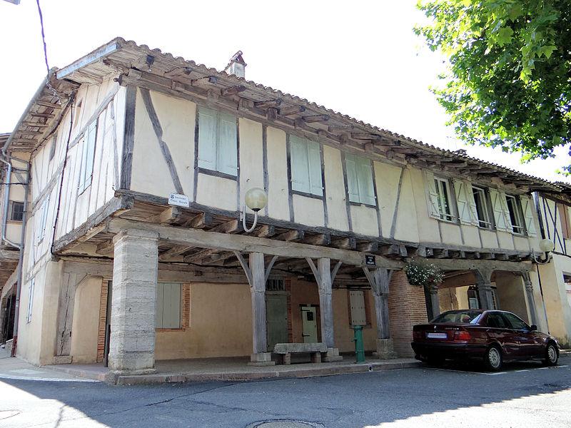 Photo du Monument Historique Place Nationale situé à Réalville