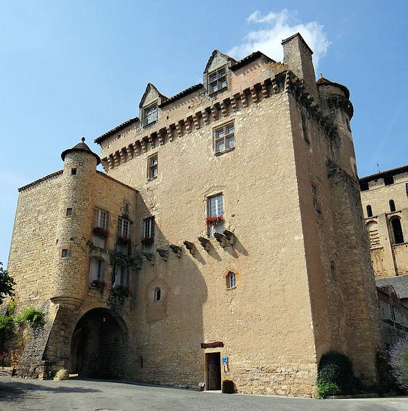 Photo du Monument Historique Doyenné (ancien logis abbatial dit château) situé à Varen