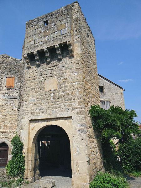 Photo du Monument Historique Porte fortifiée situé à Varen