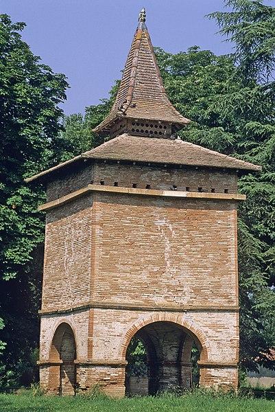 Photo du Monument Historique Pigeonnier de Bellerive situé à Villemade