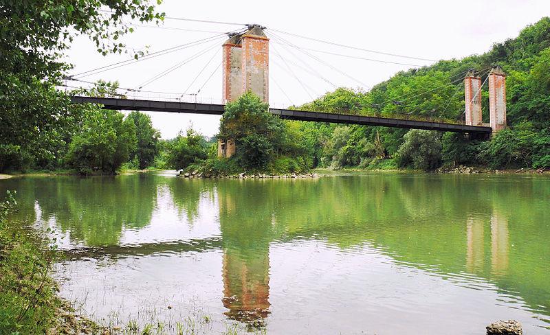 Photo du Monument Historique Ancien pont suspendu situé à Bourret