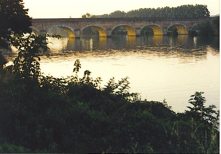 Photo du Monument Historique Pont-canal du Cacor situé à Moissac