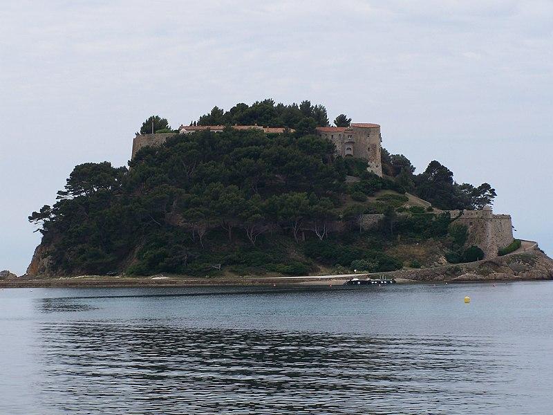Photo du Monument Historique Fort de Brégançon et îlot qui le supporte situé à Bormes-les-Mimosas