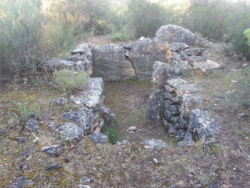 Photo du Monument Historique Dolmen n° 3 des Adrets situé à Brignoles