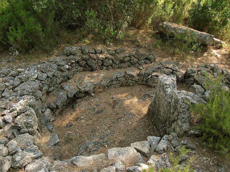 Photo du Monument Historique Dolmen n° 4 des Adrets situé à Brignoles
