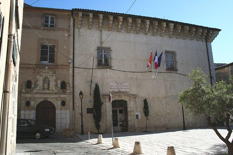 Photo du Monument Historique Ancien Palais des Comtes de Provence, actuellement musée du pays brignolais situé à Brignoles