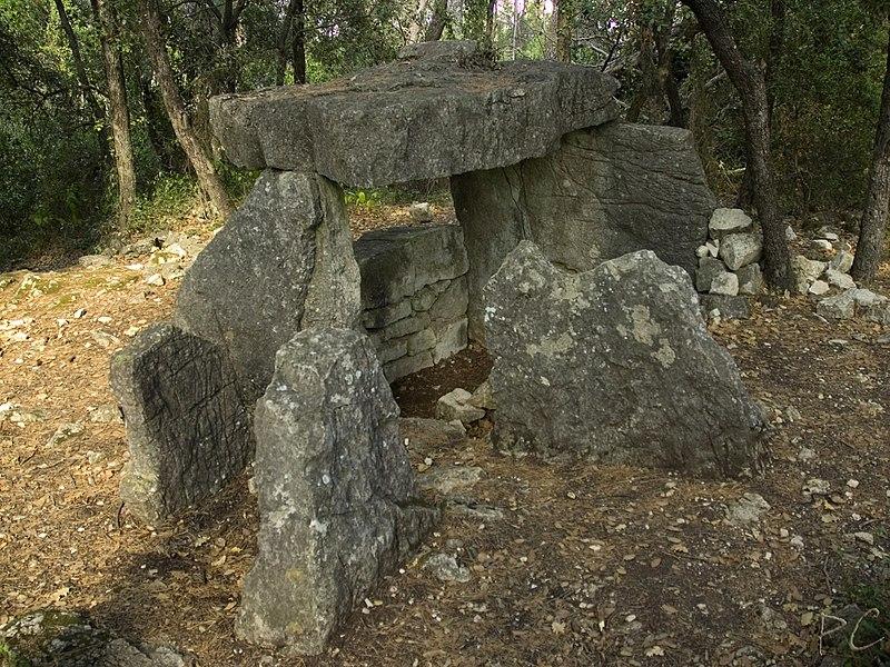 Photo du Monument Historique Dolmen de la Gastée situé à Cabasse