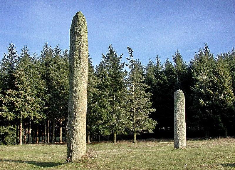 Photo du Monument Historique Les deux menhirs de la Ferme Lambert situé à Collobrières