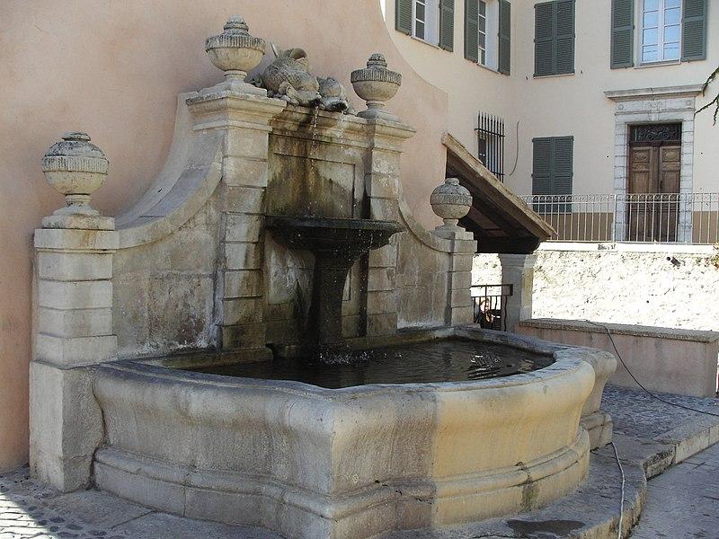 Photo du Monument Historique Fontaine du lavoir situé à Cotignac