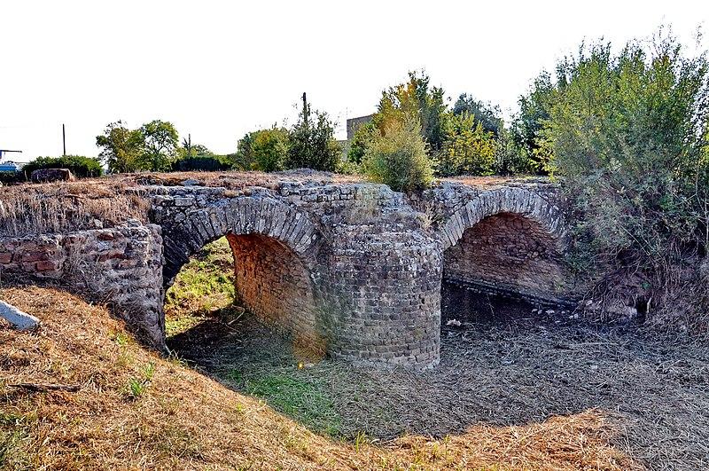 Photo du Monument Historique Pont des Esclapes situé à Fréjus
