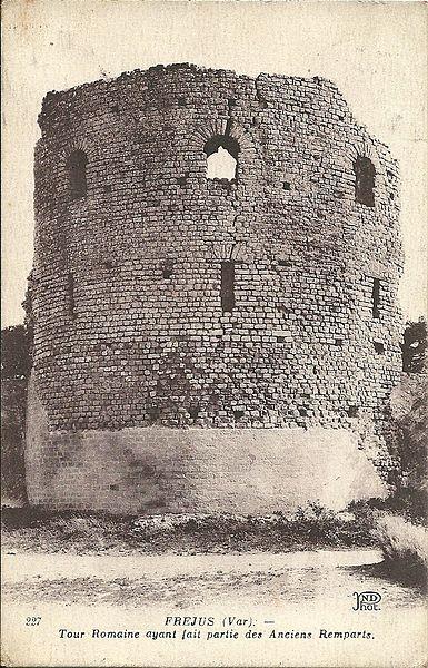 Photo du Monument Historique Remparts (restes) situé à Fréjus
