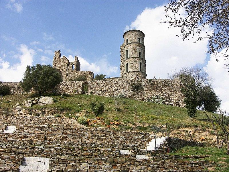 Photo du Monument Historique Vestiges du château situé à Grimaud