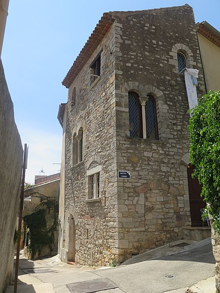 Photo du Monument Historique Maison romane situé à Hyères