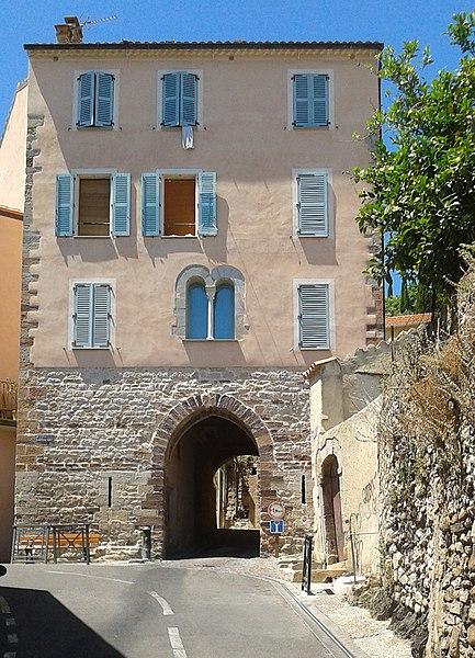 Photo du Monument Historique Porte de Baruc situé à Hyères
