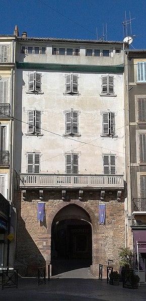 Photo du Monument Historique Porte de Fenouillet situé à Hyères