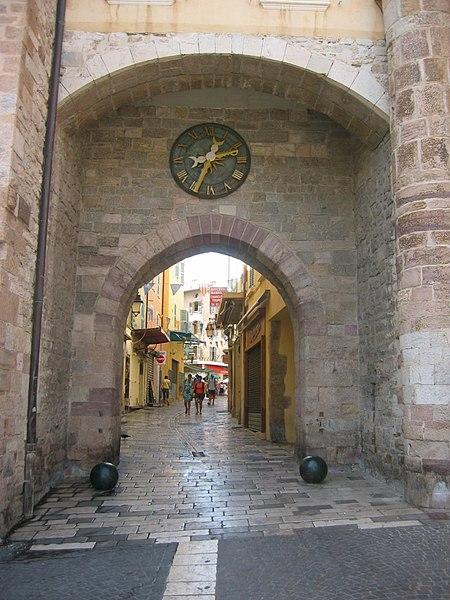 Photo du Monument Historique Porte de la Rade ou Porte Massillon situé à Hyères