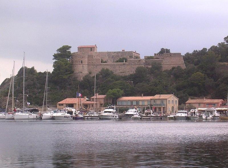 Photo du Monument Historique Château dit Fort du Moulin situé à Hyères