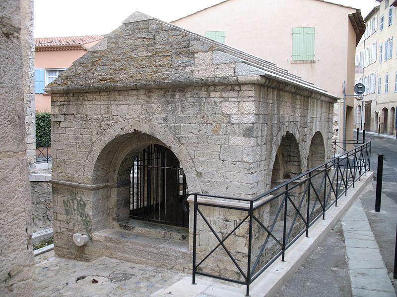 Photo du Monument Historique Bains maures situé à Lorgues