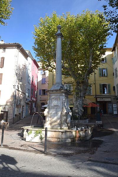 Photo du Monument Historique Fontaine situé à Lorgues