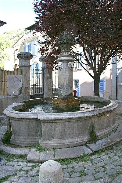 Photo du Monument Historique Fontaine situé à Méounes-lès-Montrieux